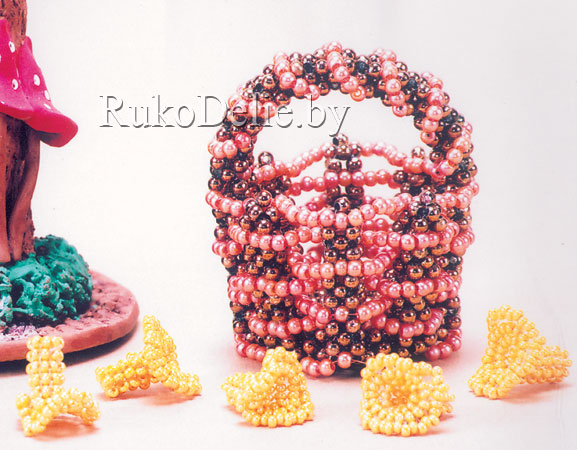 корзинка с грибами из бисера