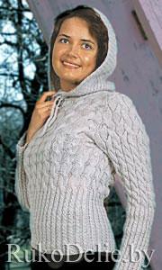Пуловер с капюшоном, связанный на спицах