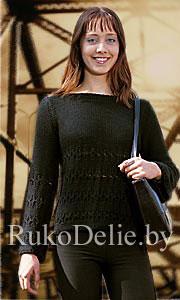Вязаный спицами пуловер с вырезом