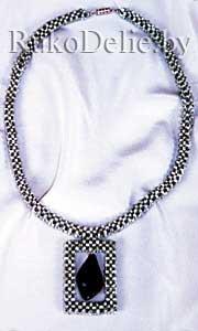 Ожерелье с подвеской из соколиного глаза, выполненное из бисера