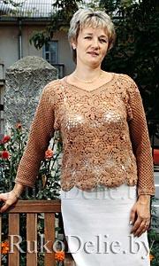Вязаный крючком ажурный пуловер с цветочными мотивами