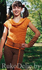 """Вязаный спицами комплект: пуловер с воротником """"качели"""" + штанишки-бриджи"""