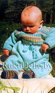 Комбинезон для малыша, связанный на спицах