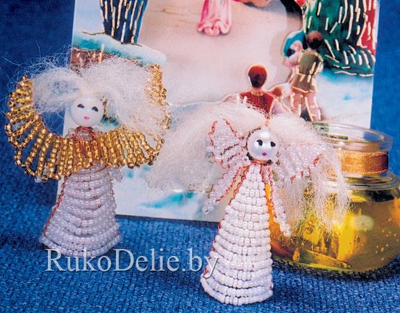 Ангелочки, сплетенные из бисера.