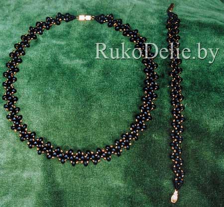 Комплект ''Змейка'': ожерелье и браслет, сплетенные их бисера