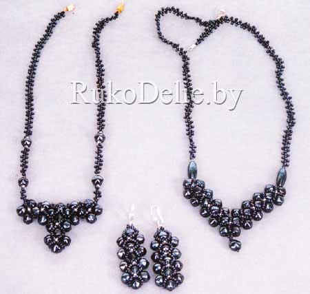 Комплект из бусин и бисера: ожерелье и серьги