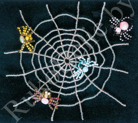 Паук на паутине из бисера Для изготовления паука из бисера, нужно: чтобы сделать паучка: две.