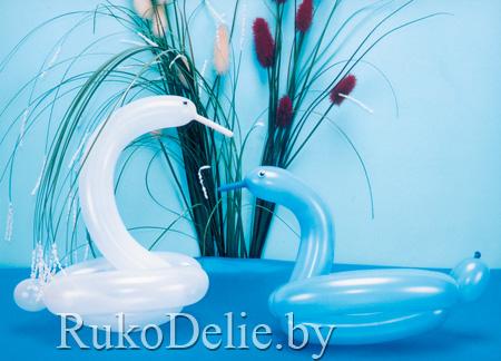 Лебедь и уточка из воздушных шариков