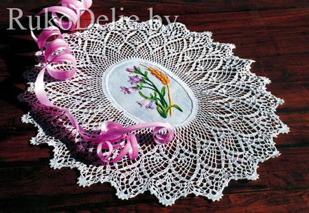 Салфетка с цветочной вышивкой