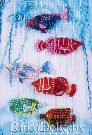 Рыбки, сплетенные из бисера на