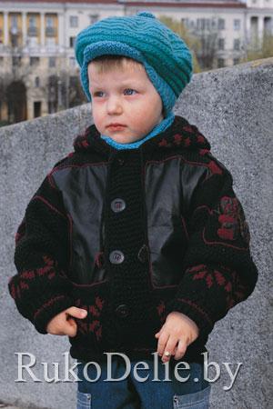 Вязаная спицами детская курточка с кожаными вставками