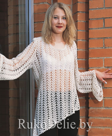 Вязаный крючком ажурный пуловер со скосом